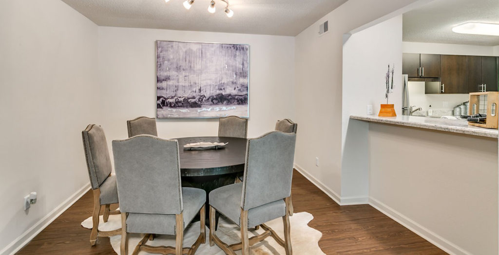 1 Bedroom Dining Area